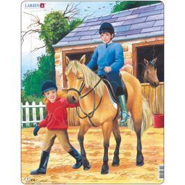 LARSEN Puzzle Kůň před stájí 30 dílků